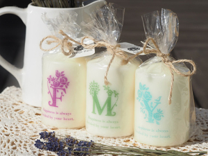 candles_initials_single01
